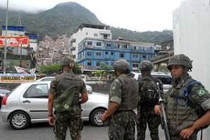 Rio de Janeiro - Soldaten während einem Einsatz in Rocinha