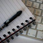 Schreibutensilien In Mexiko kann das Schreiben lebensgefährlich sein. | Bild (Ausschnitt): © Pete O'Shea - Wikimedia Commons
