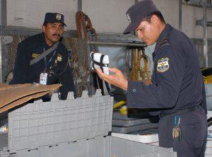 Die Polizei El Salvadors geht unerbittlich gegen Drogen und Schmuggler vor.