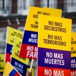 Demonstration gegen FARC Aufgrund der neusten Entwicklungen ist der Frieden in Kolumbien stark bedroht.  | Bild (Ausschnitt): ©  Camilo Rueda López [CC BY-ND 2.0]  - flickr