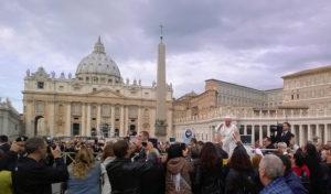 Papst auf dem Petersplatz