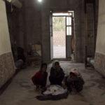 Kinder Teppichfabrik Iran Symbolbild für Kinderhandel  | Bild (Ausschnitt): © OXLAEY.com [CC BY 2.0]  - Flickr