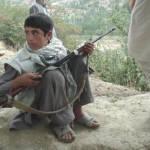 Kindersoldat Afghanistan Symbolbild: Kindersoldat aus Afghanistan | Bild (Ausschnitt): © Robin Kirk [CC BY 2.0]  - Flickr