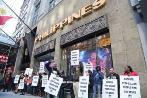 Protest vor dem philippinischen Konsulat in New York