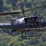 Schwaerzer Hubschrauber über Favela in Brasilien Hubschrauber über Favela | Bild (Ausschnitt): ©  Gabriel Rocha [CC BY 2.0]  - Flickr