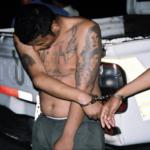 Mitglied der Mara Salvatrucha Ein Mara Salvatrucha Mitglied wird festgenommen. Die Gang zählt zu einen der gefährlichsten weltweit | Bild (Ausschnitt): © FBI [Public Domain ]  - Wikimedia Commons